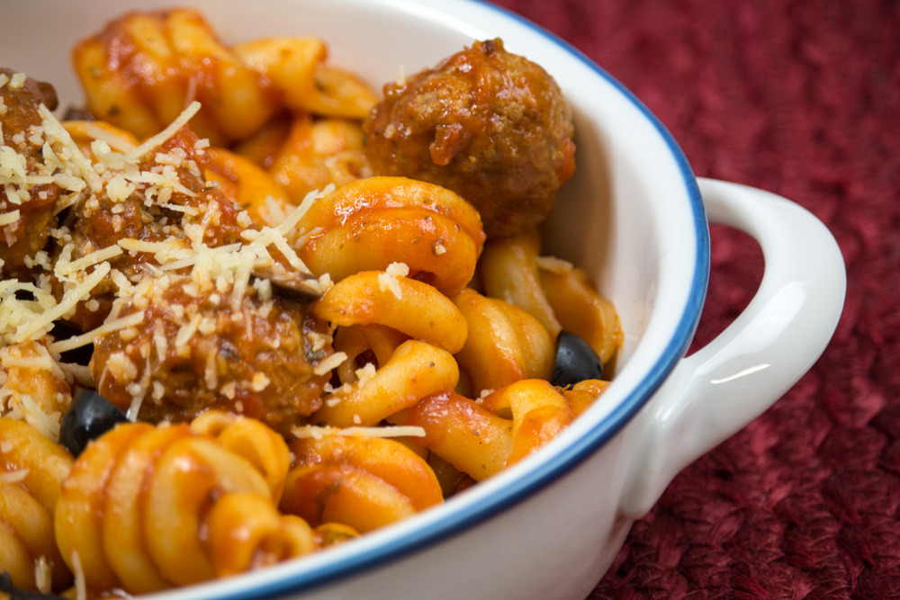 4 minute pasta and meatballs in the pressure cooker. Perfect weeknight meal - throw it in a pot and pressure for 4 minutes!